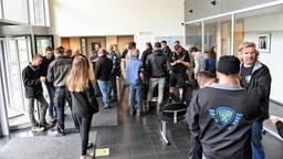 Boeren doen aangifte op het politiebureau in Tilburg