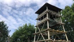 De uitkijktoren kan binnenkort weer beklommen worden (foto: Erik de Jonge).