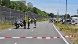 Bij een ongeval op de Burgemeester Letschertweg in Tilburg raakten twee motorrijders ernstig gewond (foto: Toby de Kort/SQ Vision).