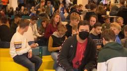 De meeste leerlingen van RSG 't Rijks dragen ook buiten de lessen geen mondkapje.