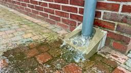 Zet de zaag in je regenpijp om droge voeten te houden