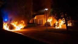 Auto's in Waalwijk gaan in vlammen op, antieke Ford heeft alleen roetschade