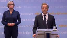 Minister De Jonge (VWS) tijdens de persconferentie.