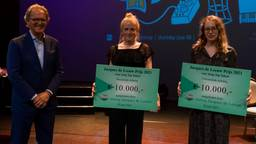 Foto: Ton Rombouts (jury voorzitter), Roos Pierson, Eveline Vervliet