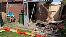 Het schuurtje in Zanna's achtertuin is zwaar beschadigd (foto: Eva de Schipper).