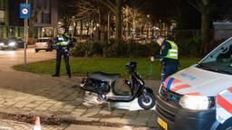 De politie doet onderzoek naar de aanrijding (foto: Jack Brekelmans/SQ Vision).