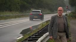 Verkeersdeskundige Ruud Hornman bij de N279. (foto: Eva de Schipper)
