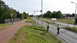 De politie doet dinsdag onderzoek op de kruising na het fatale ongeluk (foto: Tom van der Put / SQ Vision).