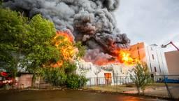 De brand bij Huijbregts in Helmond (foto: Pim Verkoelen/SQ Vision Mediaprodukties).
