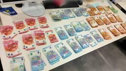 De automobilist in Putte had ruim elfduizend euro bij zich (foto: Twitter Verkeerspolitie ZWB).
