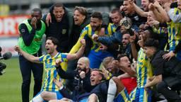 Ontlading bij de RKC-spelers na de overwinning op FC Twente (Foto: ANP)