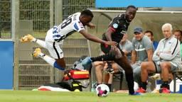 Jordan Teze (rechts) in actie voor PSV (foto: ANP).