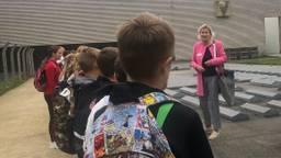 De eerste schoolklas (foto: Tonnie Vossen).