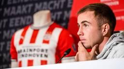 Mario Götze tijdens zijn presentatie bij PSV (foto: ANP).