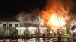 Een gebouw van De la Salle werd door brand verwoest (foto: Bart Meesters/SQ Vision).