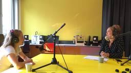 Letizia Rompelberg in gesprek met ic-verpleegkundige Elke