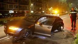 Dure Audi crasht in Den Bosch, mensen die erin zaten zijn gevlucht