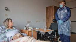 Koning Willem-Alexander bezoekt cohortafdeling Thebe in Amphia Ziekenhuis (Foto: ANP).