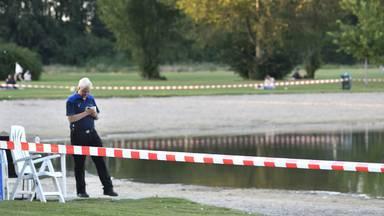 De Asterdplas was enige tijd afgesloten door een troebele waas in het water. (Foto: Erald van der Aa)