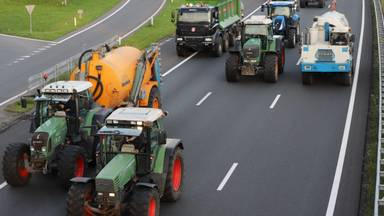 Boze boeren blokkeerden vrijdagavond delen van de A2. Foto: Omroep Brabant