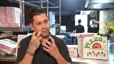 Jermain De Rozario is heel enthousiast over zijn 'sterrenpizza's'.
