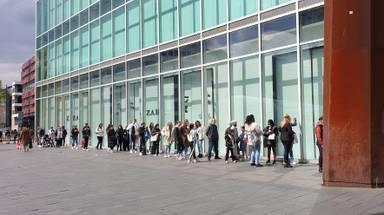 Drukte bij Zara in Eindhoven, vorig weekend. (Foto: Twitter/Henk de Wert)