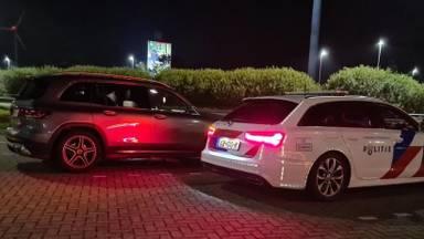 De automobilist moest zijn rijbewijs inleveren na het racen over de A16 (foto: Twitter verkeerspolitie zwb).