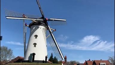 Het signaal taptoe bij de molen van Vorstenbosch tijdens de uitvaart van Sam Ramadanovic (43)