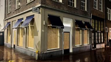 De Primera in Den Bosch dichtgetimmerd na de rellen van maandagavond (Foto: Jos Verkuylen).