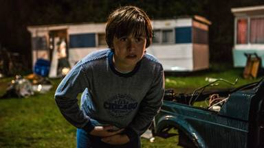 Mika de Wild als de jonge Ferry (foto: Netflix).