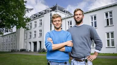 Programmamakers Tim den Besten en Nicolaas Veul voor hun programma '100 dagen in je hoofd' (foto: VPRO).