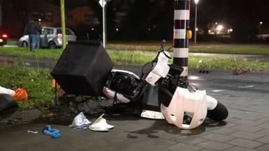 Maaltijdbezorger geschept door auto op kruising in Eindhoven