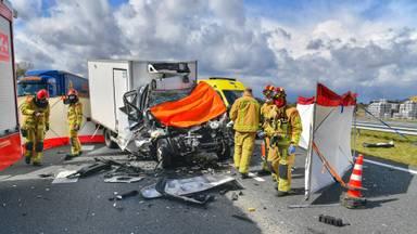 Vrachtwagenchauffeur verongelukt op A67: snelweg dicht bij Eersel