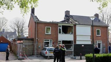 De schade van het afgebrande huis een dag na de brand (foto: Bart Meesters/ SQ Vision Mediaprodukties).