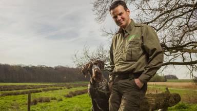 Boswachter Erik de Jonge en hond Jack zijn elke dag te vinden in de natuur