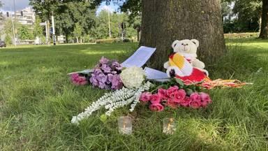 Op de  plek van het ongeluk eren mensen Peter Stolzenbach (foto: Jan Peels).