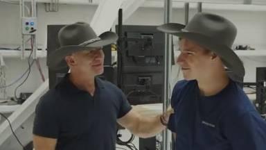 Jeff Bezos (l) en Oliver Damen (foto: Jeff Bezos/Instagram).