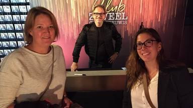 Joyce Hamer samen met een vriendin bij Club Zoveel van Guus Meeuwis. (Privéfoto)