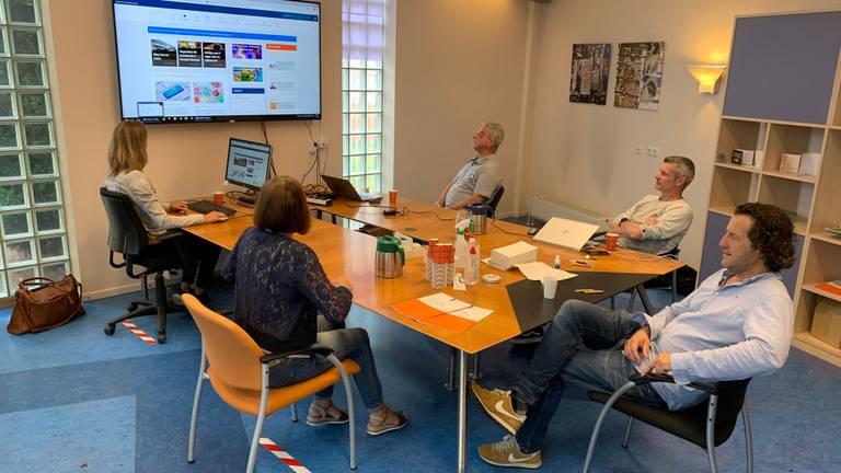 De ochtendbriefing van het crisisteam Intensive Home Treatment van GGZ Oost-Brabant in Oss.