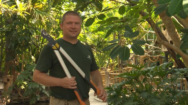 Jan Henselmans werkt al 15 jaar in de groenvoorziening.