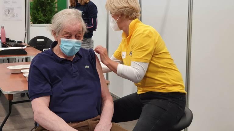 Paul kon dankzij de rijschool toch zijn coronavaccinatie halen (foto door: Lola Zopfi).