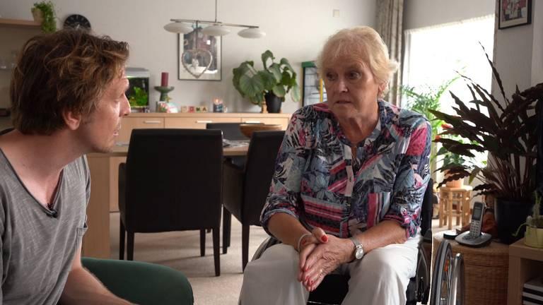Bart en zijn moeder Ans tijdens de opnames van 'Polio is Real' (Foto: Bart Melief).