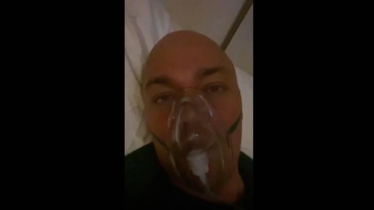 Joel Boreel ligt in het ziekenhuis met stevige klachten. (Foto: Joel Boreel/Instagram)