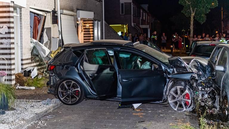 De crash vond rond vier uur donderdagnacht plaats. (foto: Jack Brekelmans/SQ Vision).
