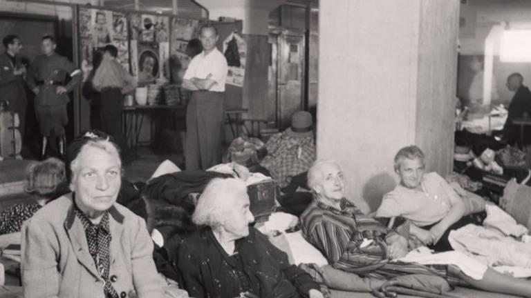 Teruggekeerde joodse Nederlanders in Eindhoven (foto: NIOD)