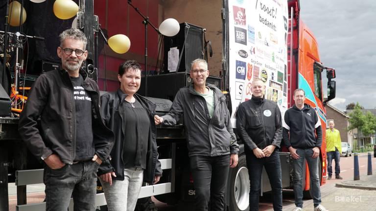 Carlo van Hout en de andere initiatiefnemers van de veiling. (foto: Jos Verkuijlen)