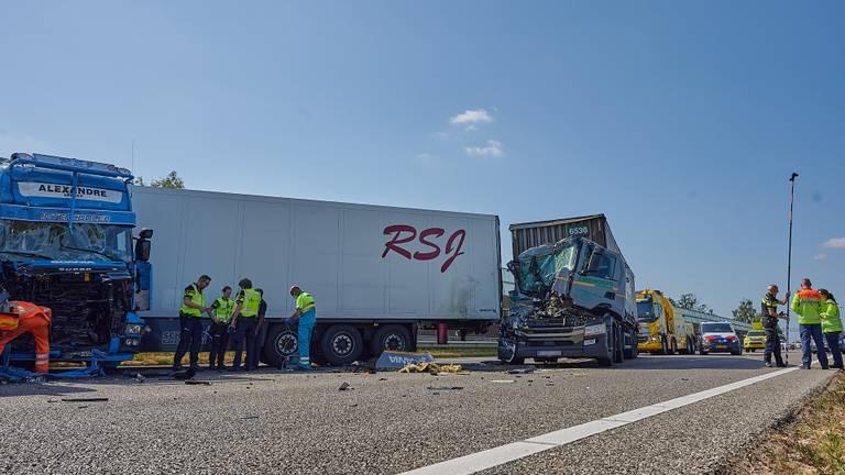 Twee van de betrokken vrachtwagens (foto: Tom van der Put/SQ Vision).