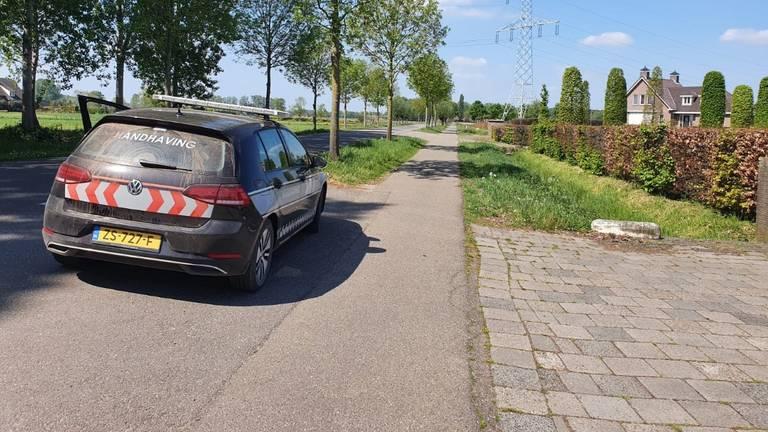 Er was bewaking ingesteld in Beek en Donk om pottenkijkers op afstand te houden (foto: Lola Zopfi).