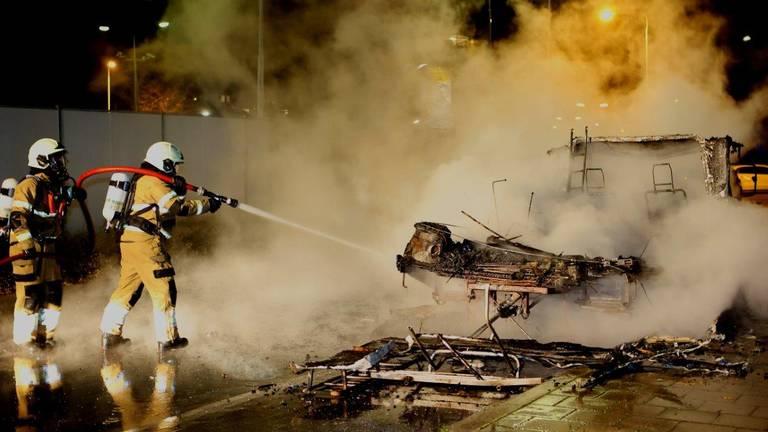 De brandweer bluste het vuur in Den Bosch (foto: Bart Meesters).
