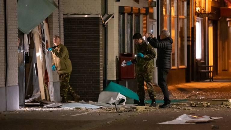 Onderzoek bij de ontplofte geldautomaat in Kaatsheuvel (foto: Iwan van Dun/SQ Vision).
